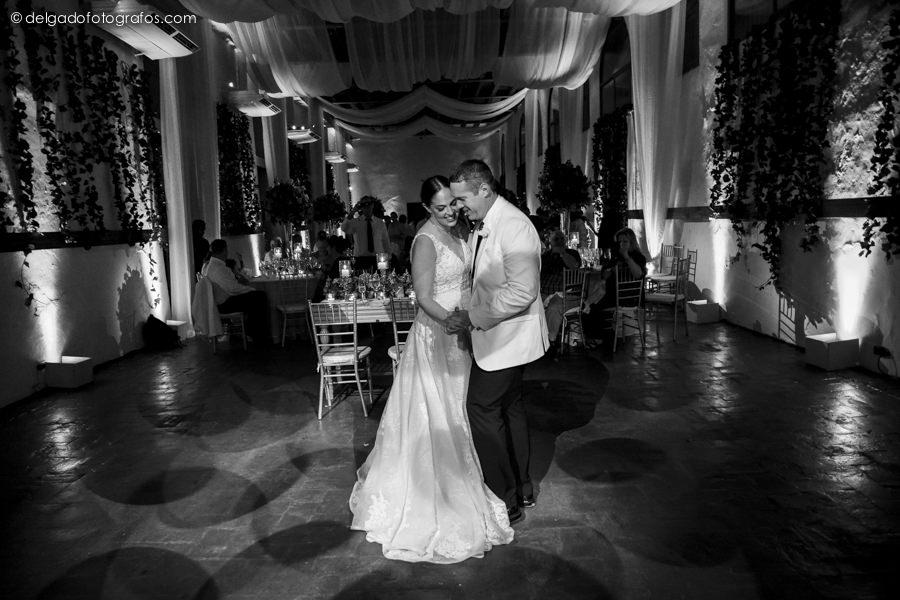First Dance. Cartagena Photographer - Alvaro Delgado