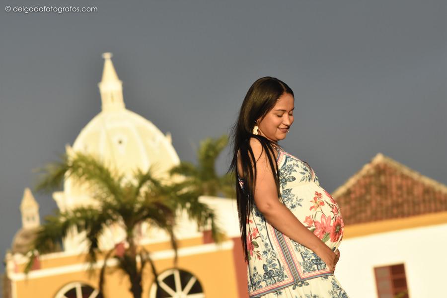 pregnant photographer in Cartagena