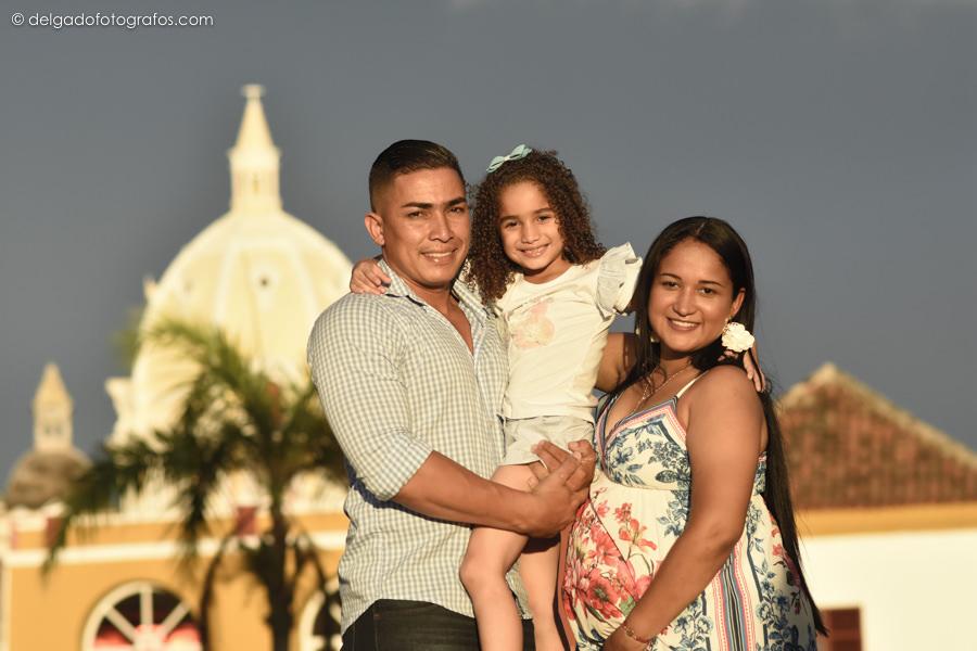 Family photographer in Cartagena