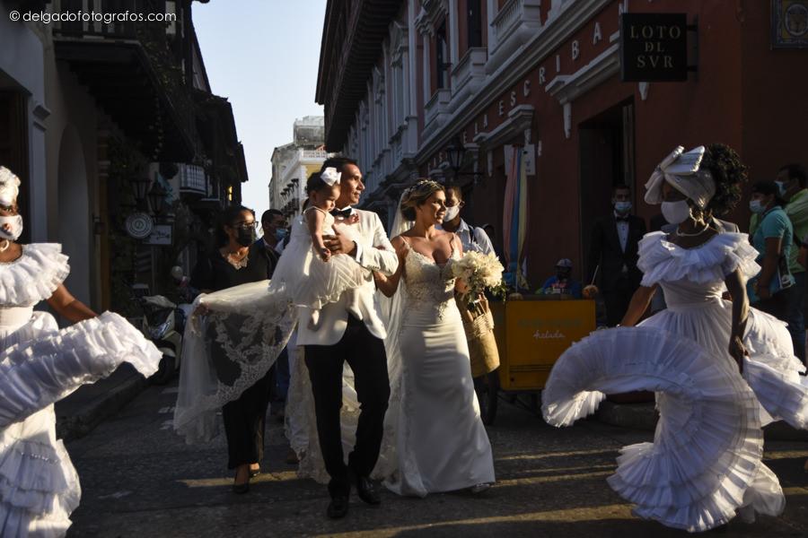Paseo de mulatas en una boda en Cartagena - Delgado Fotógrafos
