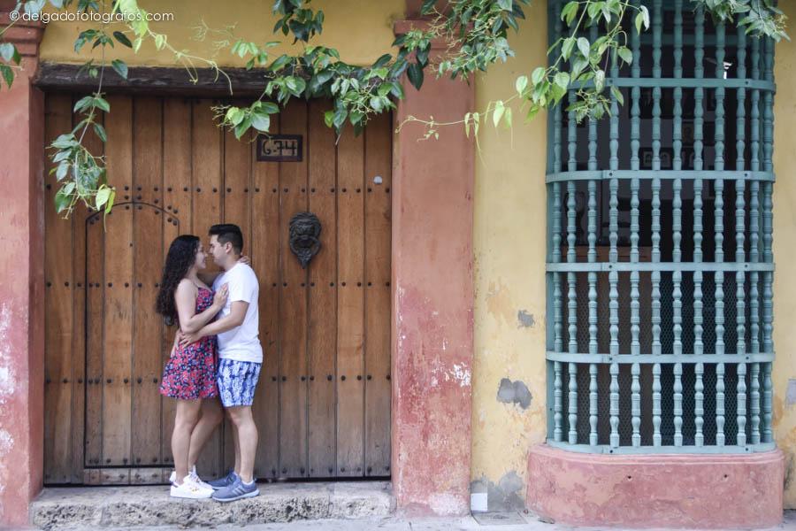 Cartagena de Indias. Photos of couple by Johana Peña.
