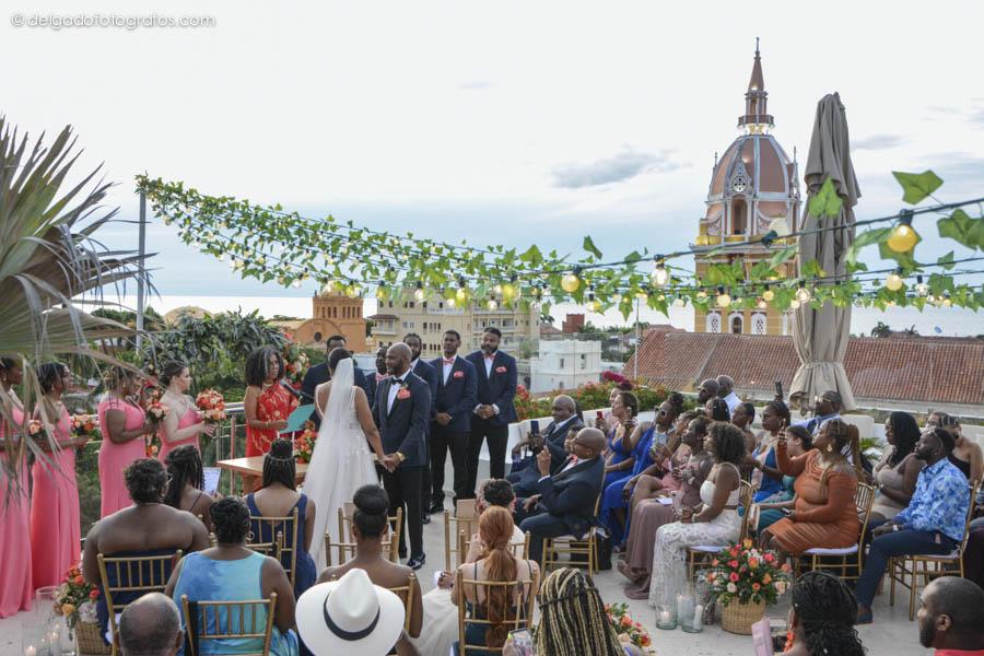 Ceremonia simbólica de boda en el roof top del Hotel Movich Cartagena. Delgado Fotógrafos.