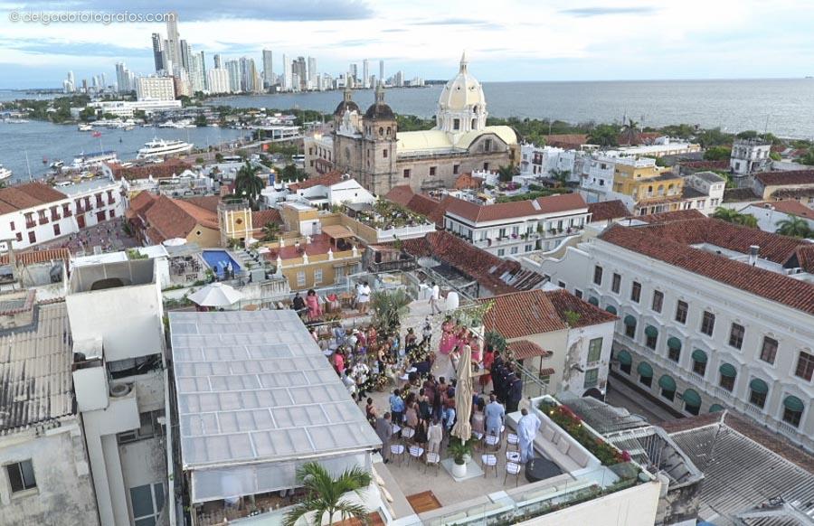 Vista aerea de Cartagena. Iglesia de San Pedro. Ceremonia simbólica de boda.