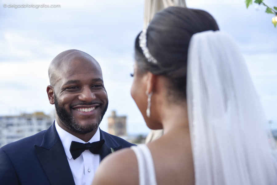 Emotional moments at weddings in Cartagena.