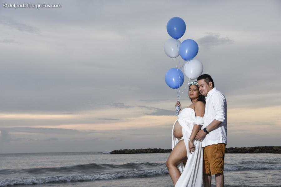 Photograph of pregnancy in Cartagena. Alvaro Delgado Photographer.